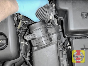 Illustration of step: Undo second circular clip on the air intake - use a 7mm socket or a screwdriver - step 3