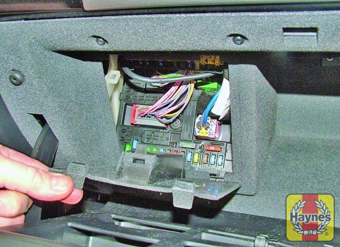 peugeot 407 2004 2011 2 0 hdi fusebox and diagnostic socket rh haynes com  peugeot partner van fuse box location