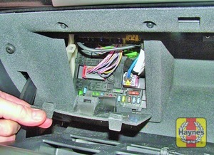 Illustration of step: Open the glovebox and unclip the cover to access the fusebox - step 1