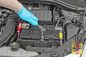 Illustration of step: Tighten if required, a 13mm socket is needed - step 6