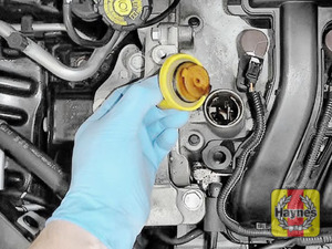 Illustration of step: To open the oil filler cap turn anticlockwise  - step 6