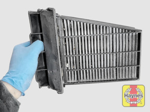 Illustration of step: View of the air filter cartridge - step 9
