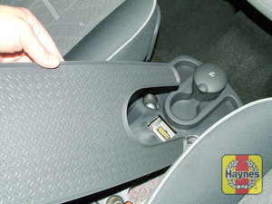 Illustration of step: Remove the panel from the centre console to access the diagnostic plug - step 2