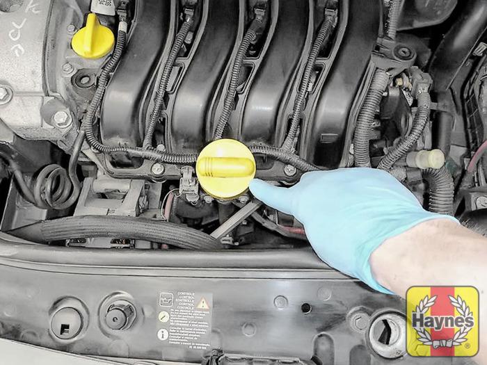 Renault Megane Scenic (2003 - 2009) 1.6 VVT - Checking oil level ...