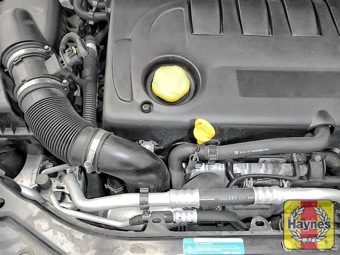 Saab 9-3 (2002 - 2007) 1.9 TiD - Oil filter change - Haynes Publishing
