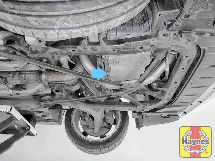 Saab 9-3 (2002 - 2007) 2.0 T Vector - Oil change - Haynes Publishing