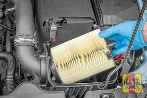 Illustration of step: Now you can lift out the air filter - step 1