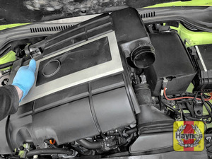 Illustration of step: Carefully remove engine cover / air filter housing - step 7