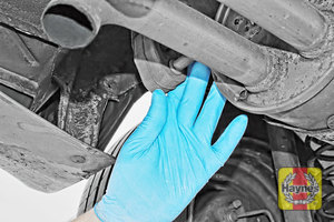 Illustration of step: Check rubber exhaust mountings for general condition - step 11