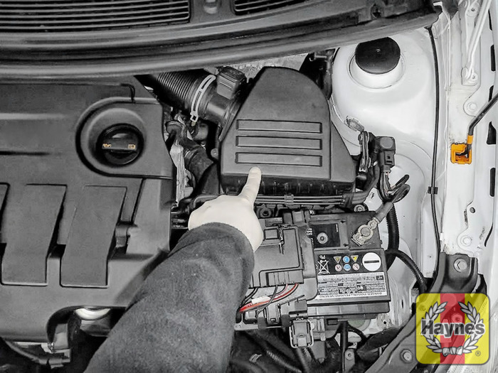 How To Check Brake Fluid >> Skoda Fabia (2007 - 2014) 1.6 TDi - Air filter change ...