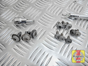 Illustration of step: Undo the fixings - use Torx-25 and Torx-30 sockets - step 3