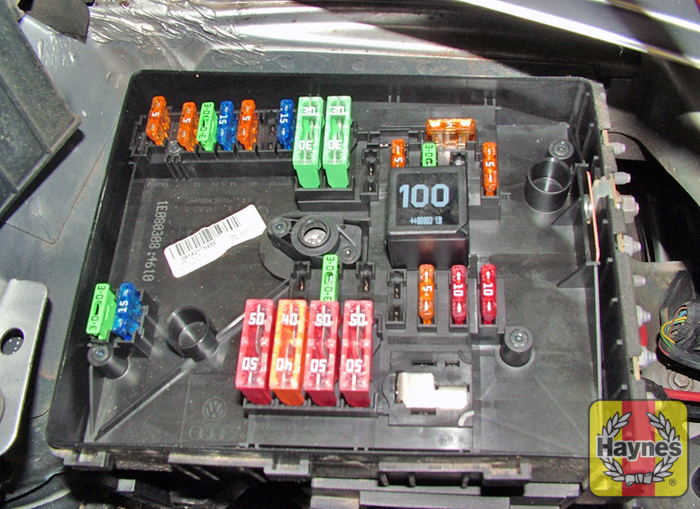 skoda octavia (2004 2012) 1 9 tdi fusebox and diagnostic socket vw passat fuse box illustration of step additional fuses are located on the left hand side of the