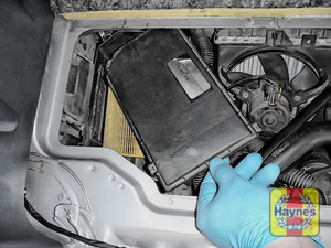 Illustration of step: Carefully lift out the air filter cover - step 4