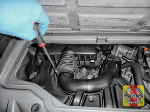 Illustration of step: Undo the two circular clips on the air intake - use a screwdriver - step 5