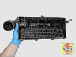Illustration of step: View of the air filter cover - step 5