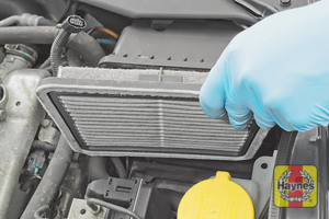 Illustration of step:  Now lift out the air filter - step 5