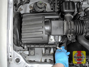 Illustration of step: Undo the four retaining clips on the air filter - step 2