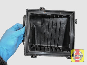 Illustration of step: View of the air filter cover - step 8