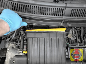 Illustration of step: Carefully open the air filter box - step 3