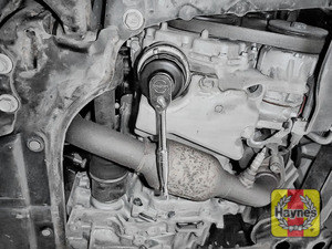 Illustration of step: Loosen the oil filter housing by unscrewing anticlockwise - step 4