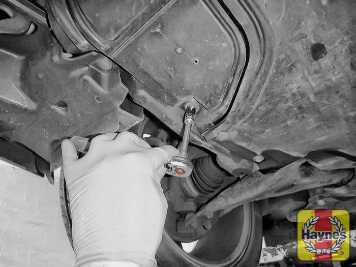 Toyota Avensis (2003 - 2010) 2.2 D-4D - Oil filter change - Haynes ...