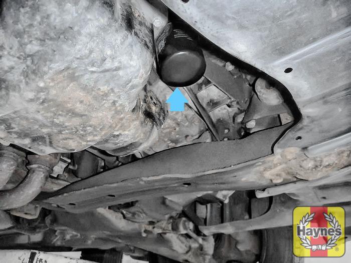 Toyota Avensis (1998 - 2003) 1.8 VVT-i - Oil filter change - Haynes ...
