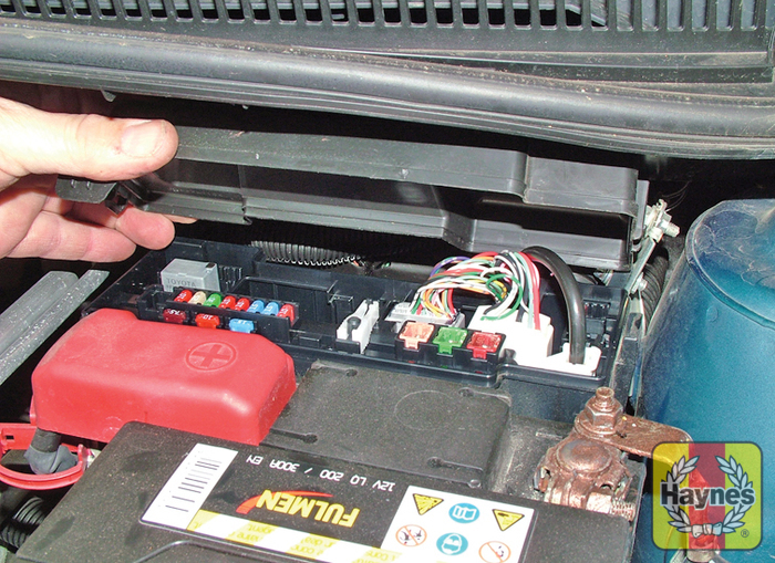 toyota aygo 2005 2011 1 0 vvt i fusebox and diagnostic socket rh haynes com toyota aygo 2015 fuse box toyota aygo 2006 fuse box location