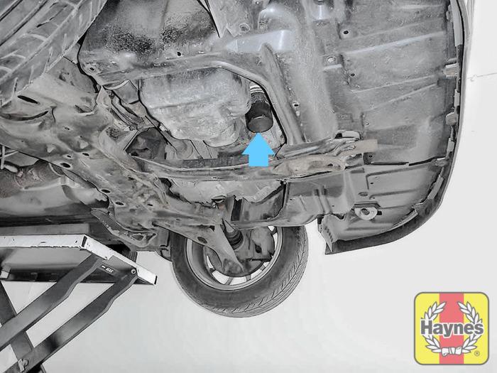 Toyota Corolla (2001 - 2004) 1.8 VVT-i - Oil filter change - Haynes ...