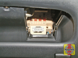 Illustration of step: The diagnostic socket is located beneath the steering column - step 2