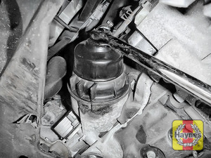 Illustration of step: Using a 65/14F socket, fit the tool securely onto the oil filter housing - step 3