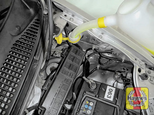 Illustration of step: Open the cap and top up with screen wash - step 2