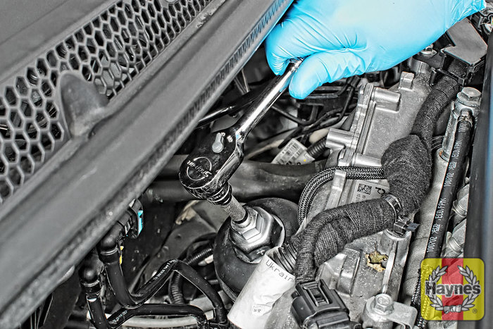 Vauxhall Astra (2009 - 2013) 1.7 CDTi - Oil filter change ...