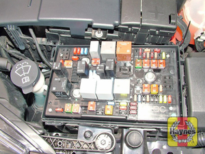 Illustration of step: Unclip the cover from the fusebox on the right-hand side of the engine compartment - step 1