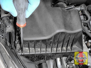 Illustration of step: Undo the 6 Phillips retaining fixings on the air filter body - step 5