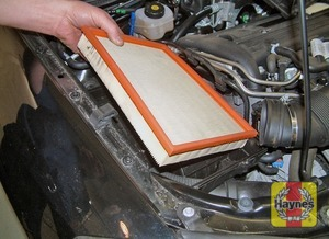 Illustration of step:  Lift out the filter element then wipe out the housing and the cover  - 2.2 litre engines - step 17