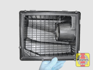 Illustration of step: View of the air filter cover - step 6