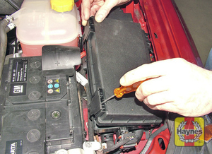 Illustration of step: Additional fuses are located in the engine compartment - step 2