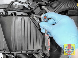 Illustration of step: Undo the circular clip on the air intake - use a 7mm socket - step 3