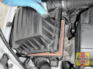 Illustration of step: Carefully lift away the air filter box - step 6