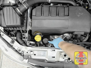 Illustration of step: The location of oil filter cartridge is here, at the front of the engine - step 1