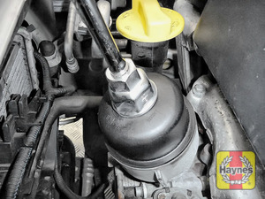 Illustration of step: Using a 27mm filter wrench socket, fit the tool securely onto the oil filter housing - step 4