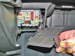 Illustration of step: Open the glovebox, unclip the panel to access the fusebox - step 2
