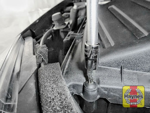 Illustration of step: Undo the five, Torx-25 retaining fixings on the air filter body - step 5