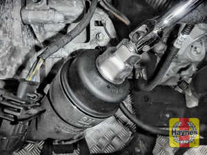 Illustration of step: Using a 24mm filter wrench socket, fit the tool securely onto the oil filter housing - step 4