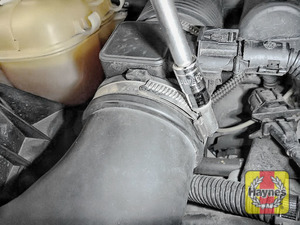 Illustration of step: Undo the circular clip on the air intake - use a 7mm socket - step 2