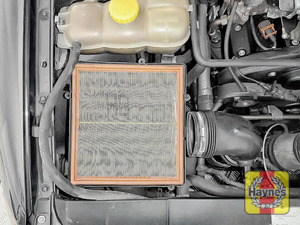 Illustration of step: Air filter in position - step 6
