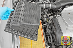 Illustration of step: Carefully lift away the top section of the air filter body - step 4