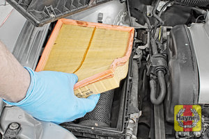Illustration of step:  Now you can lift out the air filter - step 6