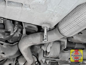 Illustration of step: Using a Torx 45 socket, carefully remove the sump plug and fully drain the oil - step 4