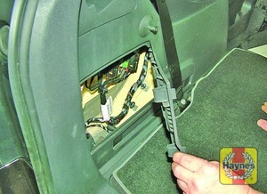 Illustration of step: Fuses are located on the left-hand side of the luggage compartment - step 1